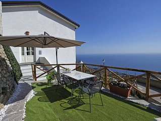 'Holidays Perla D'Amalfi', Giardino  ,solarium privato e parking.