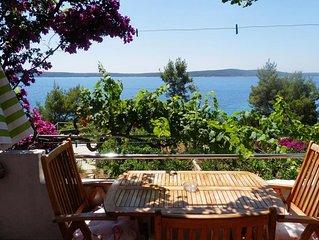 One bedroom apartment near beach Zavala (Hvar) (A-2061-a)