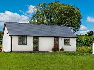 Sunny Cottage - Two Bedroom House, Sleeps 4