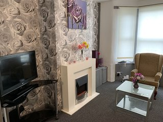 ⭐️ Whole House 2 bedroom with Parking + WiFI ⭐️ 10mins to centre⭐️