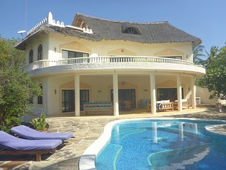 Beatiful villa near beach in 2 Acres With Pool, BBQ, Sundowner terrace and wifi