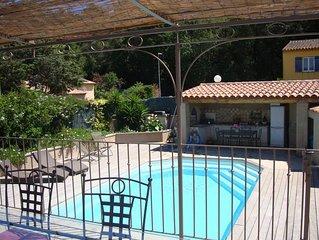 Charmante bastide provençale avec piscine privée à 2 km des plages.