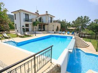 Villa Ariadne: Large Private Pool, Walk to Beach, Sea Views, A/C, WiFi