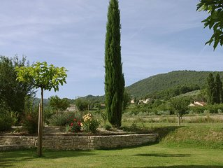 Maison avec jardin avec vue sur village historique du Crestet