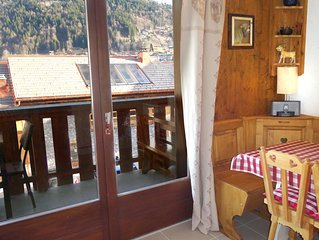 Morzine Studio , central location, studio with 'cabine', sleeps 4. WIFI. Parking