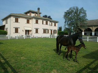 Spacious villa on estate with horse-breeding, with swimming pool and tennis cour