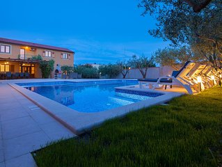 Large and spacious villa,20 persons,large 50 m2 pool, whirlpool, billiard,garden
