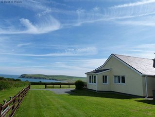 This peaceful cottage looks out over fields down to Newport Bay on the idyllic P