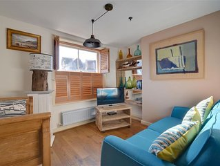 Dolphin Cottage - Two Bedroom House, Sleeps 4