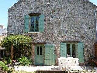 Maison en pierre rénovée avec jardin clos au bord du Golfe du Morbihan