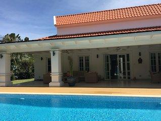 Moderne villa met prive zwembad dichtbij golfcourse