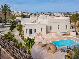 Indigo Luxury Neoclassical Mansion for 5-6 Persons!
