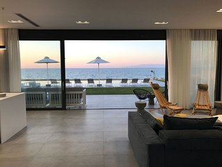 Beach Front Luxury Villa with 100m2 infinity pool & basketball court