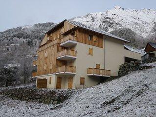 Modern 4 bedroom apartment in Vaujany with garden, near Alpe d'Huez