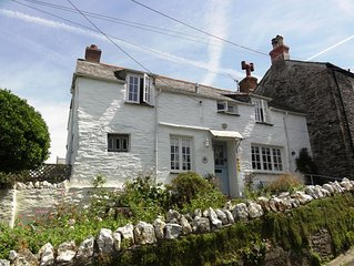 Beautiful C17th cottage with great views, garden/parking, in Boscastle village