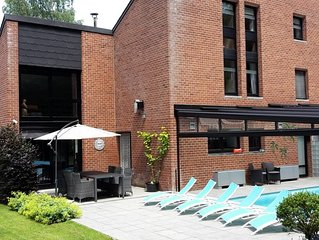 Villa met overdekt verw. zwembad, wellness faciliteit en loopafstand van bos