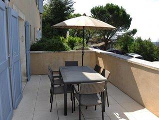 Appartement moderne doté d'une terrasse agréable  avec vue sur le Mont Ventoux