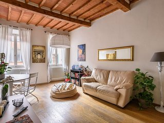 Appartamento in centro storico con 2 camere, 2 bagni e grande terrazzo