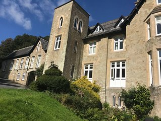 Fully Refurbished Luxury Coach House Apartment near Dartmouth