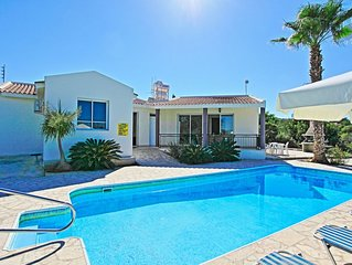 Villa Anthoulis: Private villa with pool above Latchi, sea views, a few minutes