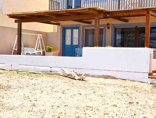 CASA PALME, Marzamemi, splendida veranda sulla spiaggia, mare a 10 metri