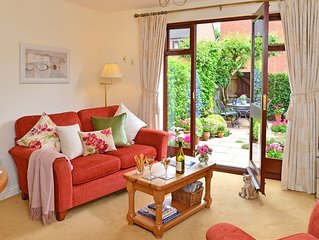 5 Star cottage in a superb peaceful location in central Stratford-upon-Avon.