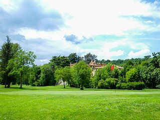 Splendida mansarda immersa nel verde con campo da golf