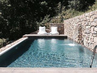 Casa de piedra con piscina privada
