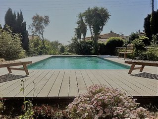 Tout près de la plage! Villa avec piscine sécurisée et joli jardin 10-12 pers