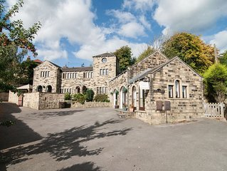 Amazing Hen Party Cottage & Family House Sleeps 12 with  Hot Tub