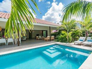 Luxe villa met prive zwembad en tropische tuin