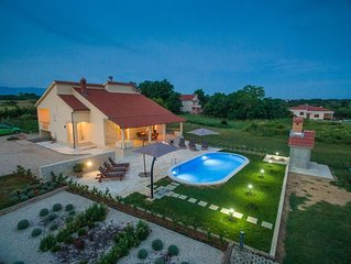 Villa Paula with heated  pool for 8 guests, Privlaka