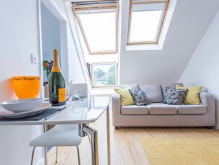 The Radcliffe Stylish Modern Contemporary 1 Bedroom Apartment in Headington