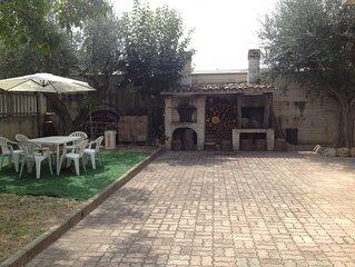 In villa, confortevole appartamento con giardino