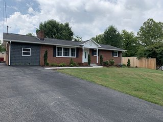 Newly remodeled, fully furnished 3B2BR brick ranch with a laid back vibe