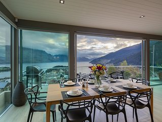 Luxury 3 bedroom 3.5 bathroom apartment with magnificent views of Lake Wakatipu