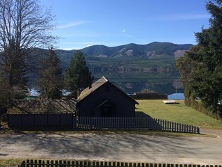 3 bedroom cottage on Vancouver Island steps from Cowichan Lake