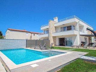 casa 120mq 5 stelle con piscina e giardino privato e 50mq di terrazza sul tetto