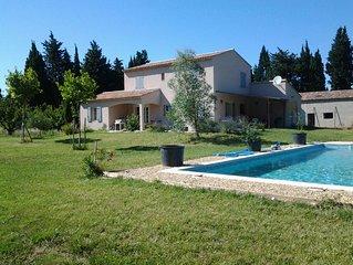 au calme grande maison confortable avec grande piscine 12x5