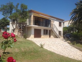 Beautiful garden apartment with a gated driveway in the village of Marseillan