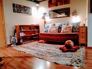 Old Town, Decumano Maggiore. Warm and cozy studio with a mezzanine bed