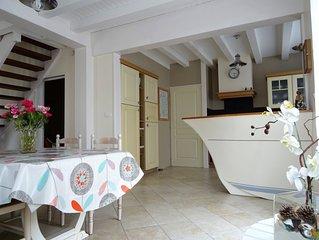 A 50m de la mer, villa typique de 95m2, calme, spacieuse, propre et ensoleillee