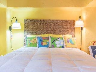 Casita w/ocean view, accessible,1queen bed,kitchen,patio,HEATED salt water Pool!