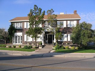 Hawthorne House... Comfy Colonial in Sunset Heights near UTEP