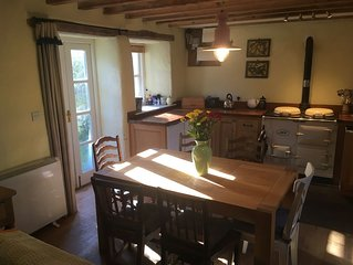 Cosy, peaceful cottage in Manorbier, Pembrokeshire for 6, a mile from the beach