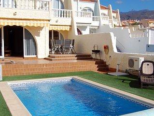 Villa Playa Paraiso - 3 Bed With Heated Pool, sea views and Wi-fi
