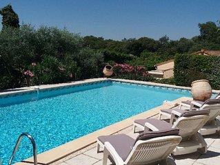 Grande maison dans un magnifique jardin méditerranéen - Piscine et chalet privé