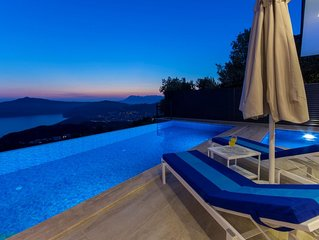 Luxury Two Bedroom Villa with Outdoor and Heated Indoor Pool, Spectacular Views