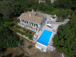 Thresher's House : Stone Built in a Private Estate with Great Views and Privacy