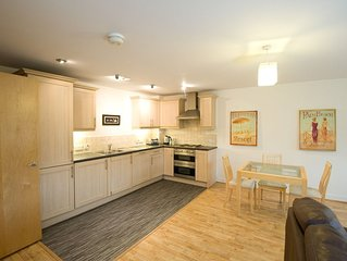 Spacious & Cosy Apartment in Newcastle Under Lyme Town Centre